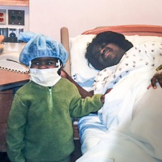 Young Jada with her mom in the hospital.